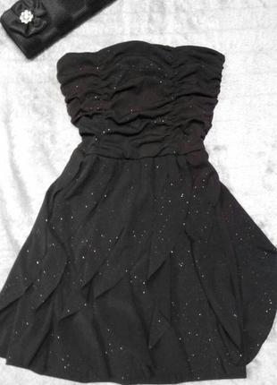 Маленькое черное коктельное платье