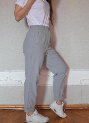 Очень крутые стильные серые брюки