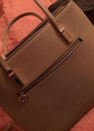 Эффектная и практичная сумочка