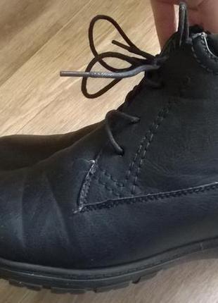 Легкие, удобные весенние ботинки р.40