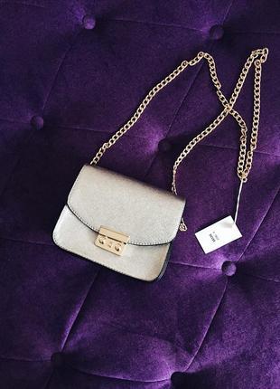 Очень классная маленькая сумочка на длинной цепочке серебро и черная