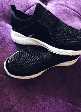 Стильные кроссовки сетка легкие удобные черные и серебро