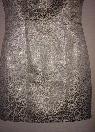 Шикарное платье с золотым и серебряным  напилением,очень дорого смотрится!р.6
