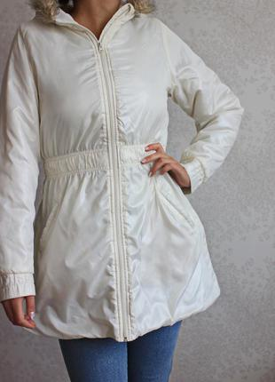 Куртка с капюшоном и резинкой на поясе