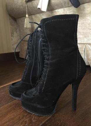 Демисезонные ботинки  schutz