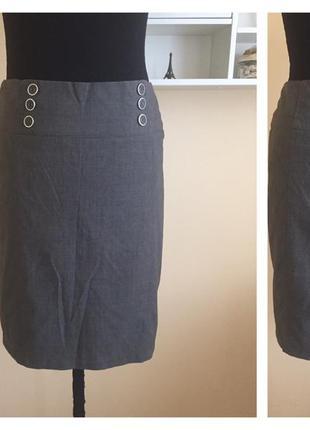 Прямая классическая юбка с разрезом сзади