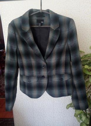 Пиджак клетчатый 25% шерсти.