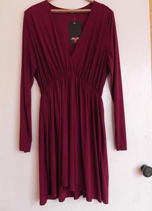 Красивое платье актуального цвета, большой размер  ( указан 20-22 см.замеры)