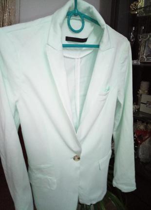 Стильный пиджак мятного цвета