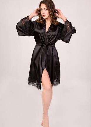 Летний чёрный атласный халатик с широким рукавом и кружевом