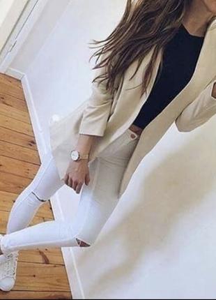 Модные белые скини( джинсы, штаны) с рваными коленями.рр m-l. состояние новых!