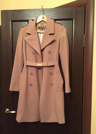 Новое красивое итальянское пальто