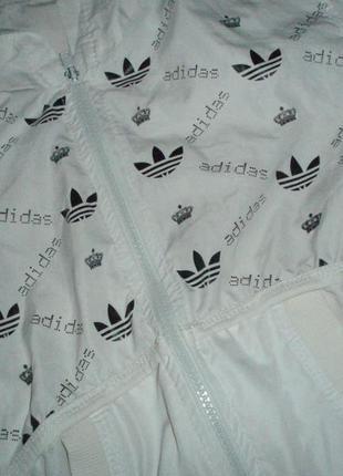 Кофта с эмблемой adidas. спортивная куртка