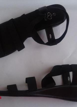 Новые черные сандали италия