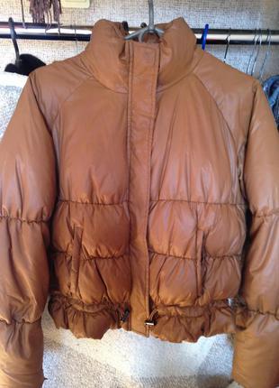 Стильная легкая куртка-пуховик рыжего цвета stefanel