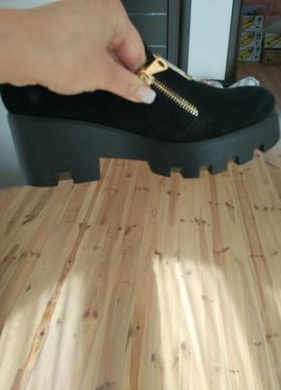 Замшевые туфли на тракторной подошве