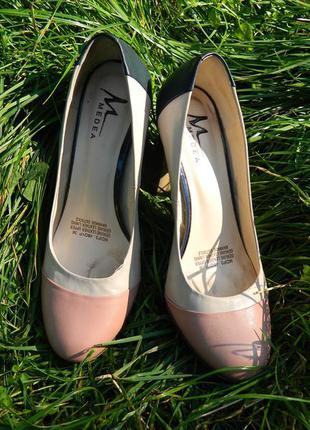 Елегантні бежеві шкіряні туфлі, красивые бежевые, пудровые кожаные туфли medea 38 размер