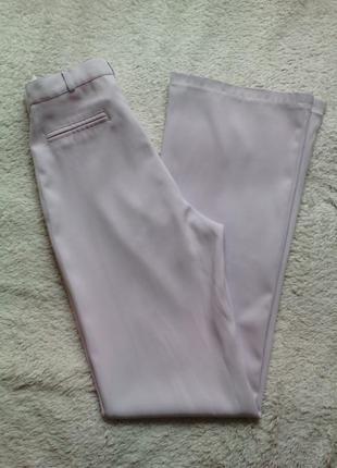 Светлые брюки с высокой посадкой