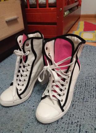 Стильные кроссовки кеды  ботинки на каблуке rebel heart оригинал