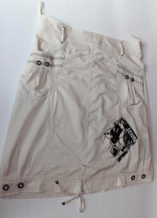 Продам бежевую юбку, с карманами и шнуровкой