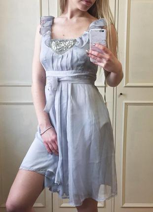 Серое шифоновое миди-платье с рюшами и пайетками uttam boutique