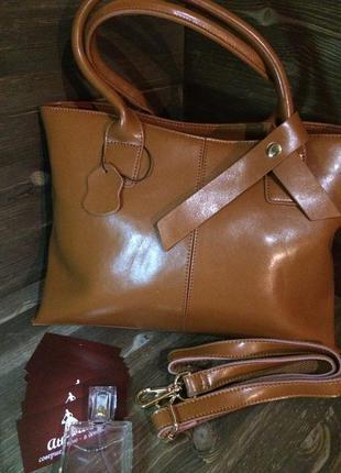 Кожаная сумка цвета карамели