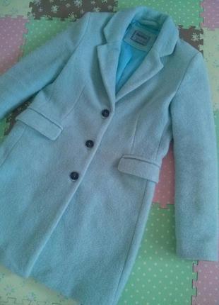 Стильное пальто оверсайз бойфренд мятного цвета bershka испания