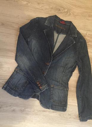 Джинсовый пиджак жакет