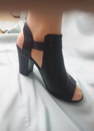 Стильные  черные туфли / босоножки / ботильоны / на широкую стопу4