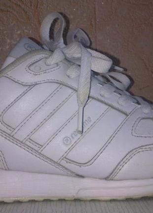 Белые кроссовки/стильные кроссовки/спортивные кроссовки