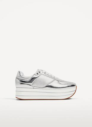 Серебристые кроссовки на платформе zara