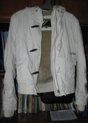 Куртка-бомбер от британского бренда
