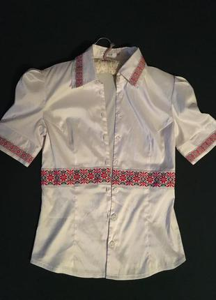 Белая блуза с вышивкой от van gils