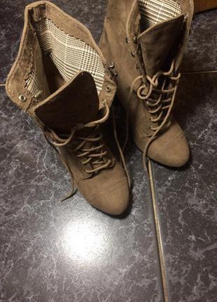 Ботинки на каблуке stradivarius