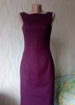 Стильное платье-футляр цвета марсала hobbs.