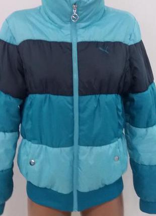 Красивая  яркая спортивная курточка