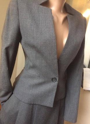 Шикарный шерстяной деловой костюм на весну. британская марка hobbs.