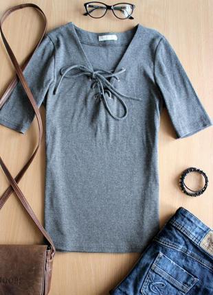 Фирменная серая футболка в рубчик