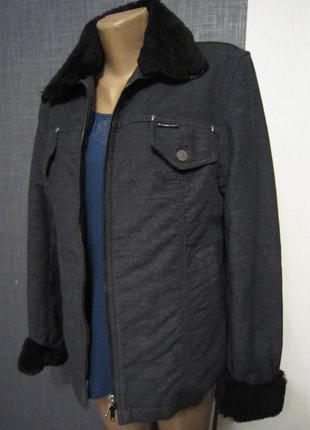 Очень классная утеплённая куртка,полупальто цвета серый меланж