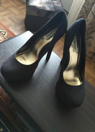 Замшевые туфли на высоком каблуке