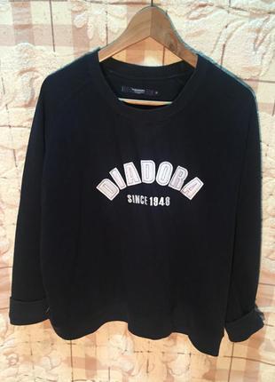 Оригинальный свитер diadora