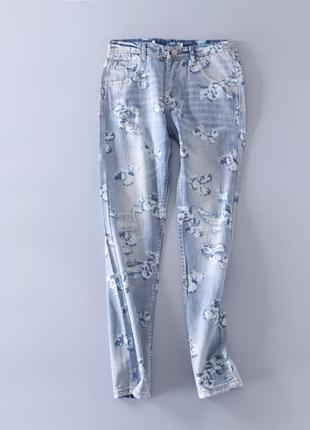 Красивые джинсы с принтом