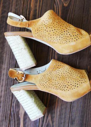 Шикарные замшевые босоножки mary-janes