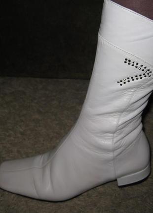 Кожанные сапоги белые medea