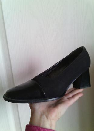 Элегантные туфли с необычным каблуком
