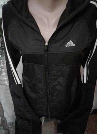 Спортиная куртка с капюшоном ,вставками плащевки - adidas