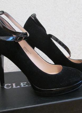 Замшевые туфли на шпильке под элегантный образ