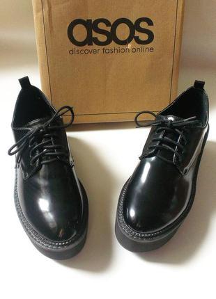 Лакированные туфли/ботинки asos на плоской платформе