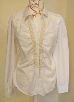 Белая приталенная рубашка с эластаном и декором