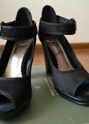 Шикарные босоножки на высоком устойчивом каблуке